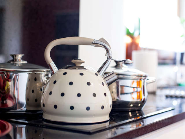 чайник на плиту в горошек фото