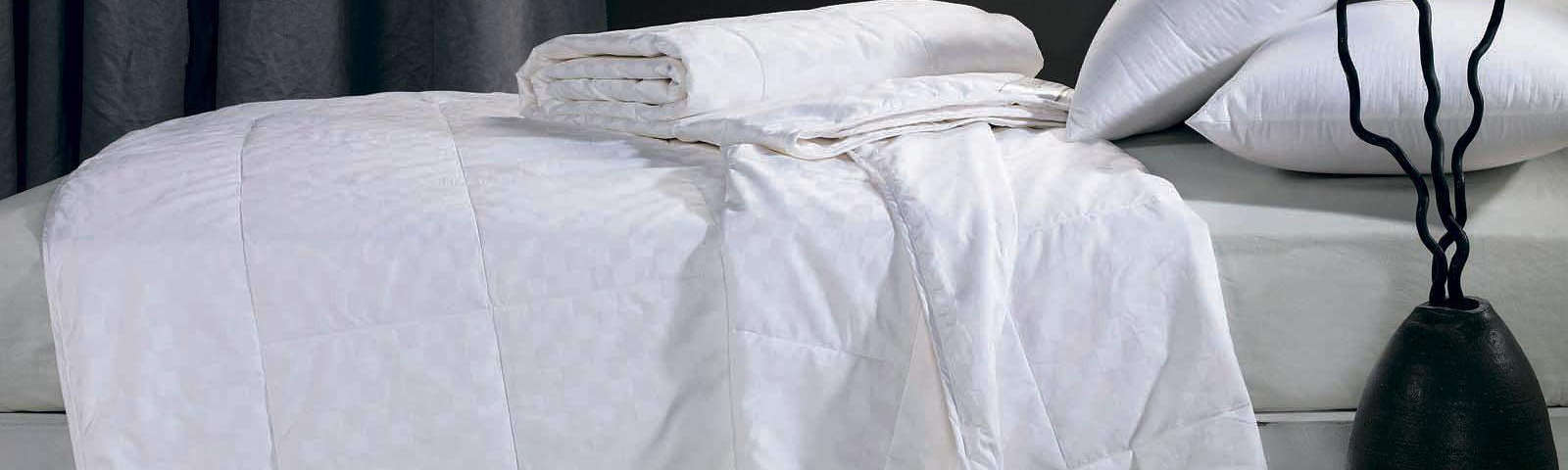 зимнее одеяло на кровати фото