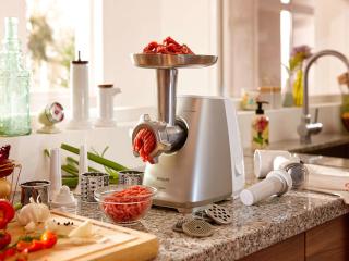 электромясорубка на кухне фото
