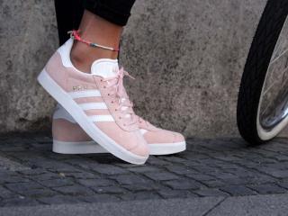женские кроссовки фото