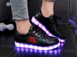 кроссовки с подсветкой фото